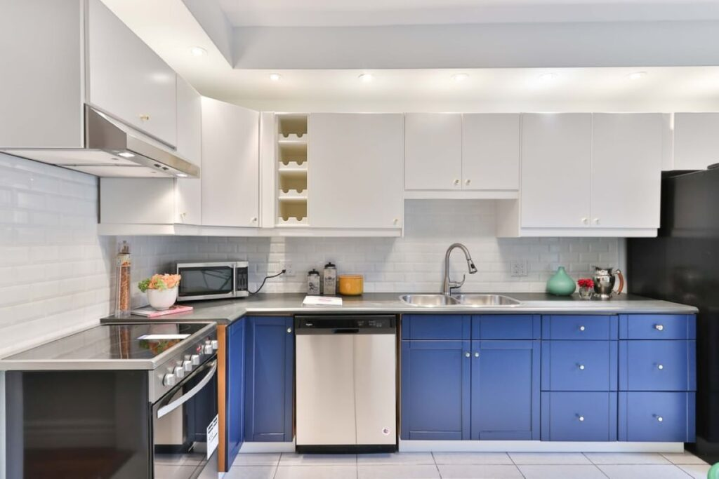 Experts Opinion On How To Choose The Right Color For Your Kitchen